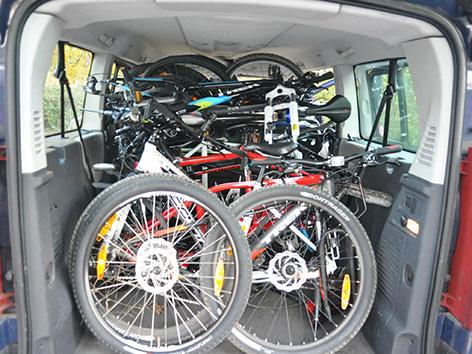 Fahrräder in Kastenwagen