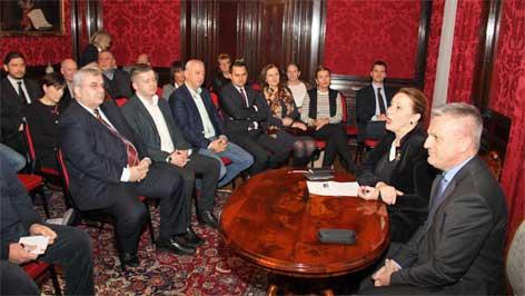 Zvonko Milas pri sastanku sa zastupniki hrvatskih društav
