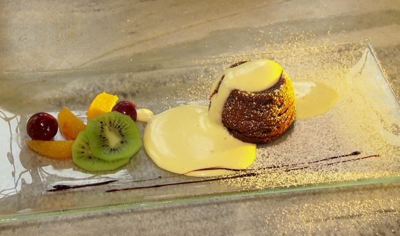 Erdäpfel-Schoko-Souffle mit Amaretto-Sabayon