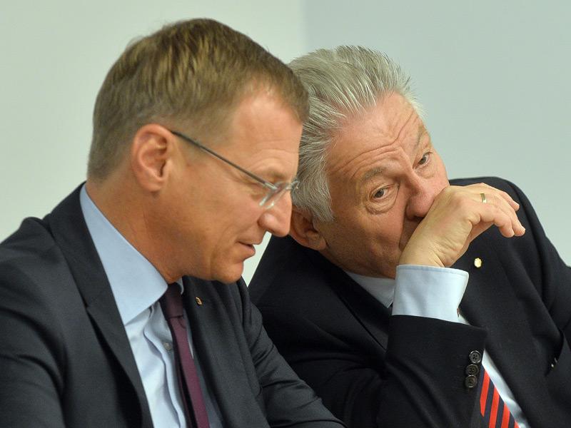 ÖVP-Klubobmann Thomas Stelzer (li) und und ÖVP-Chef LH Josef Pühringer im Oktober 2015