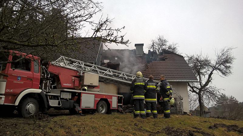 Großbrand Haus und Wirtschaftsgebäude