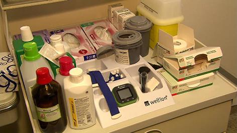 Akutna ambulanca, mirenje tlaka, medikamenti, prva pomoć