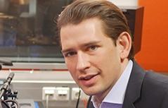 Sebastian Kurz Außenminister mit ORF-Redakteur Edgar Weinzettl