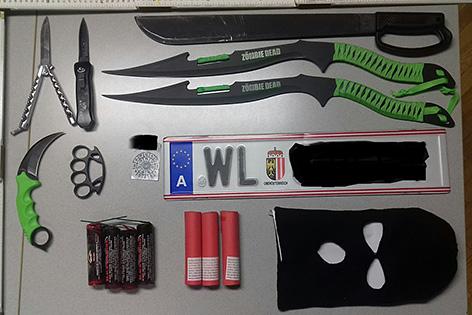 Waffen gehortet 17 Jähriger