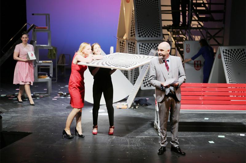 "Szenen aus ""Swap - Wem gehört die Stadt?"" - Angela Waidmann, Corinna Mühle, Anna Rieser, Sebastian Hufschmidt"