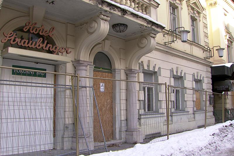 Denkmalgeschütztes Hotel Straubinger im Zentrum von Bad Gastein im Winter