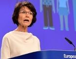 Marianne Thyssen EU Kommissarin am Redepult
