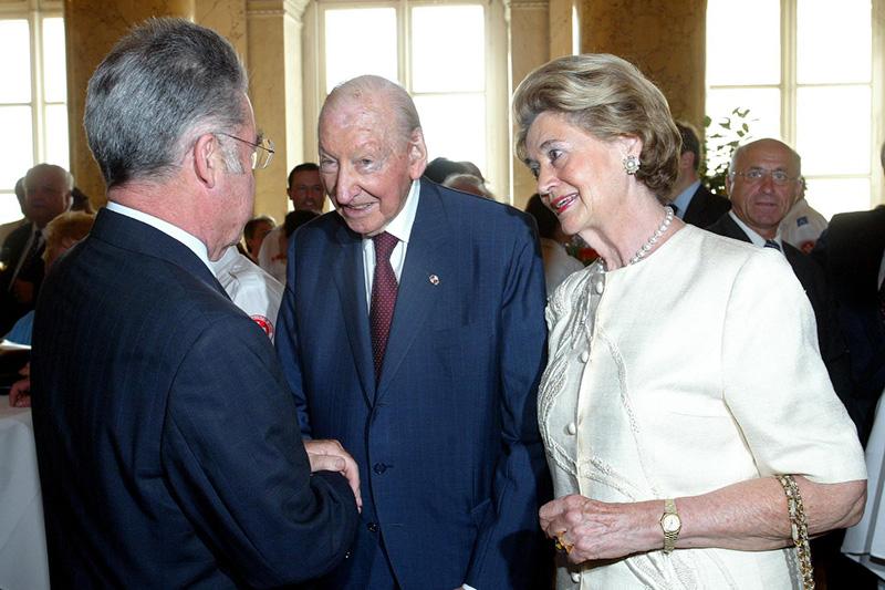 Der damalige Bundespräsident Heinz Fischer, Ex-BP Kurt Waldheim und Elisabeth Waldheim 2005 in der Hofburg in Wien