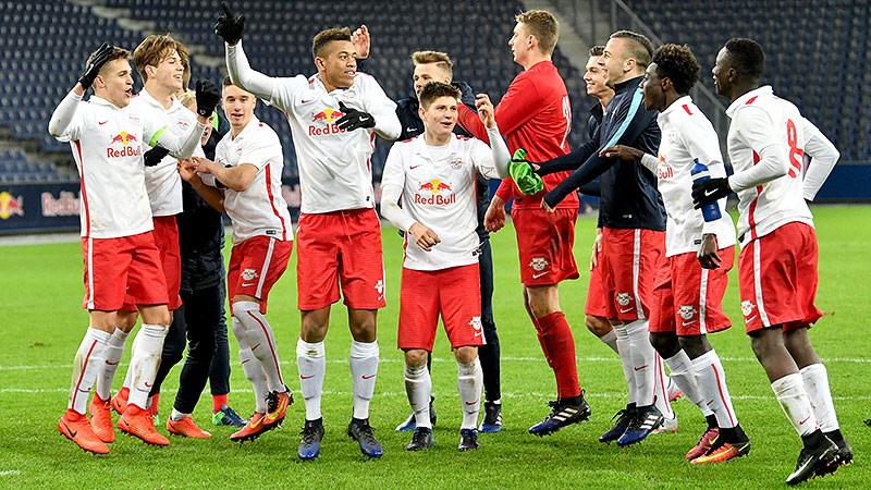 Der Nachwuchs von Red Bull Salzburg hat sich in der UEFA Youth League auch von Atletico Madrid nicht stoppen lassen.