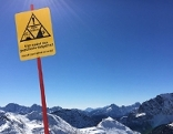 Schild Gesichertes Skigebiet Nassfeld Symbolbild