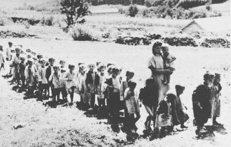 Diana Budisavljevic mit Kindern