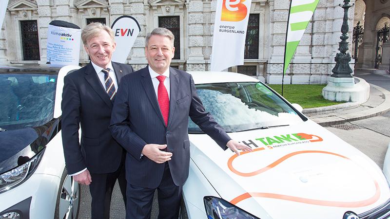 Umweltminister Andrä Rupprechter und Vorstandsdirektor Alois Ecker (Energie Burgenland)