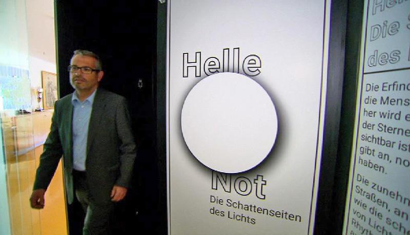 Mann in Ausstellung