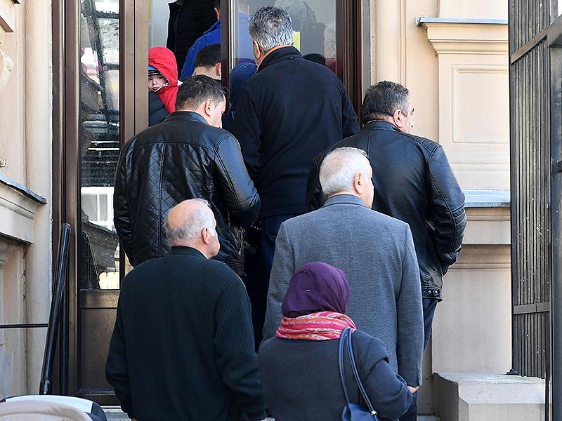 Teilnehmer bei Start für Referendum Türkei in Wien