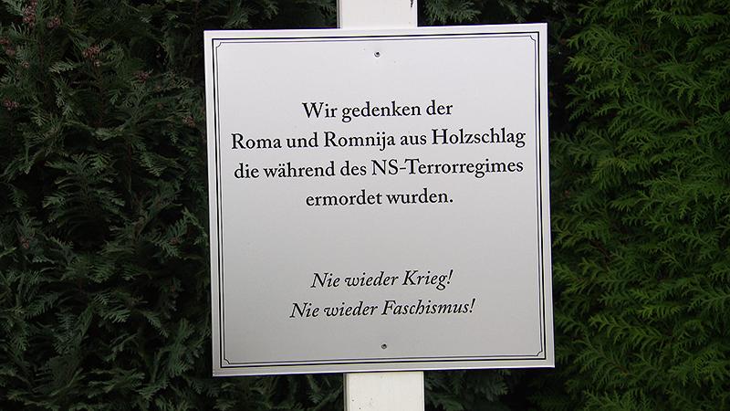 Gedenktafel an Roma in Holzschlag