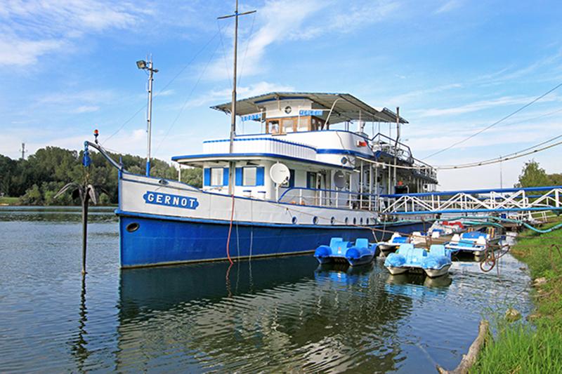 Standschiff an der Donau bei Greifenstein