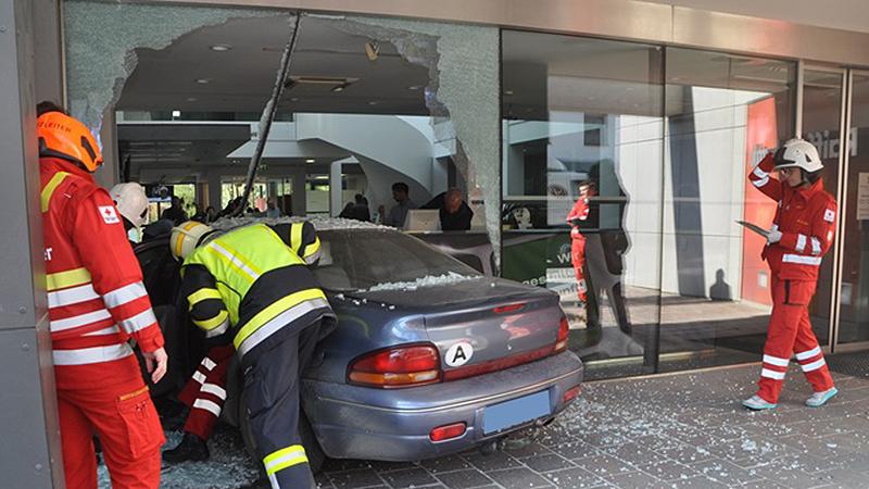 Unfall Bank Auto Glassplitter