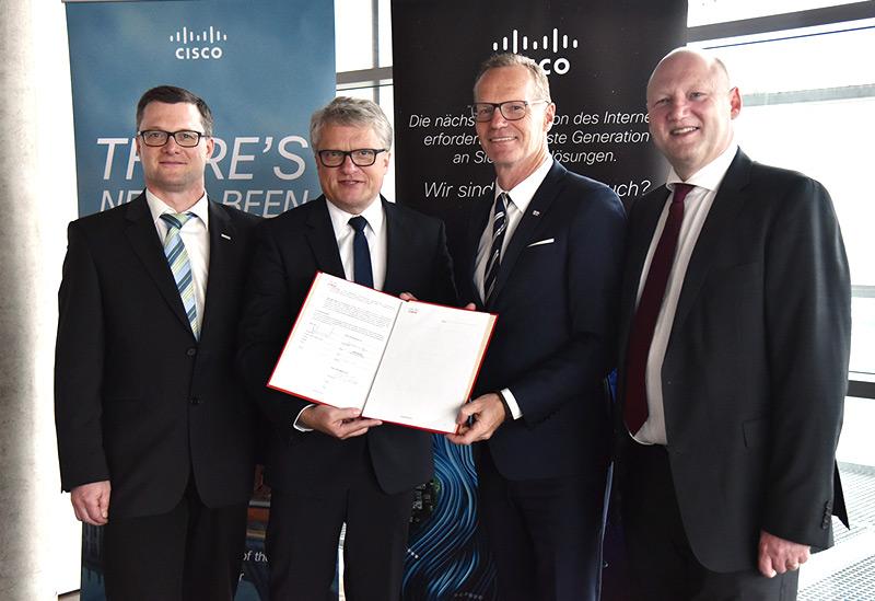 v.l.n.r.: Karl Rossegger (Projektleiter LINZ AG), Bürgermeister Klaus Luger, Michael Ganser (Senior Vice President Cisco, Achim Kaspar (General Manager von Cisco Austria)