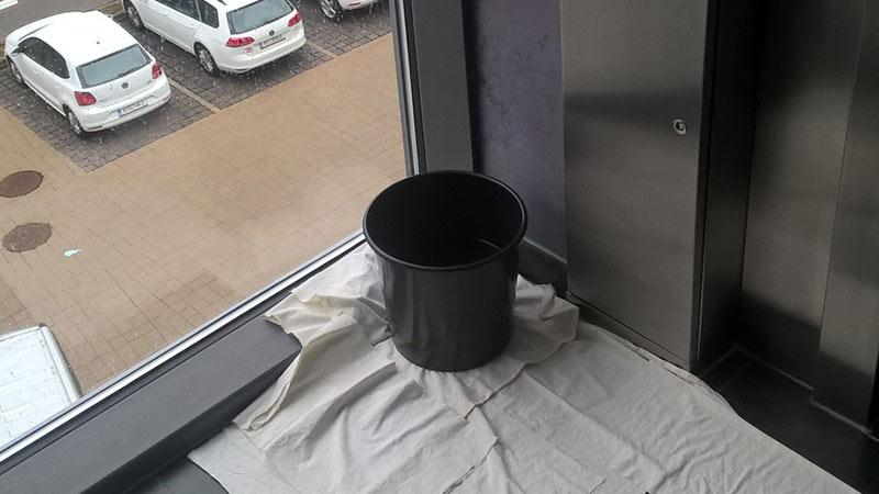 Verwaltungszentrum Regen Undicht