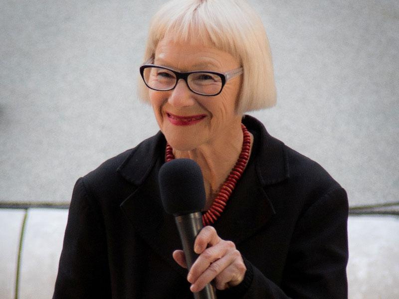 Suzie Heger, Intendantin