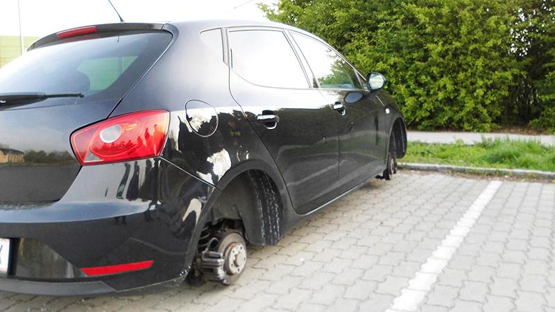 Pkw ohne Reifen