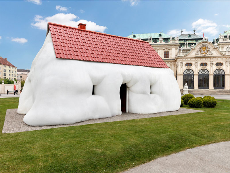 "Erwin Wurms ""Fat House"" am Oberen Belvedere"