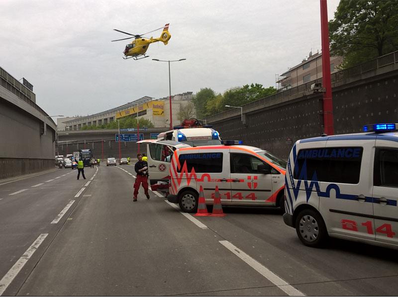 Rettungseinsatz auf A23 nach Herzinfarkt: Hubschrauber landet auf Fahrbahn
