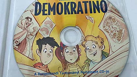 demokratino, könyv
