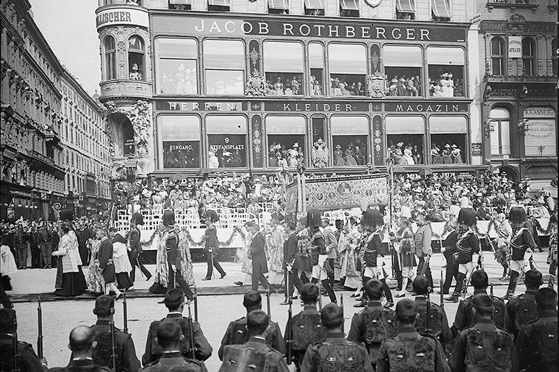 Das Kaufhaus Rothberger am Wiener Stephansplatz war ein wichtiger Ort für den Textilhandel
