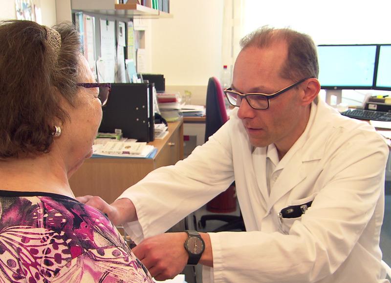 Herzmonitor, Neurologe Christof Bocksrucker, Krankenhaus der Barmherzigen Brüder Linz