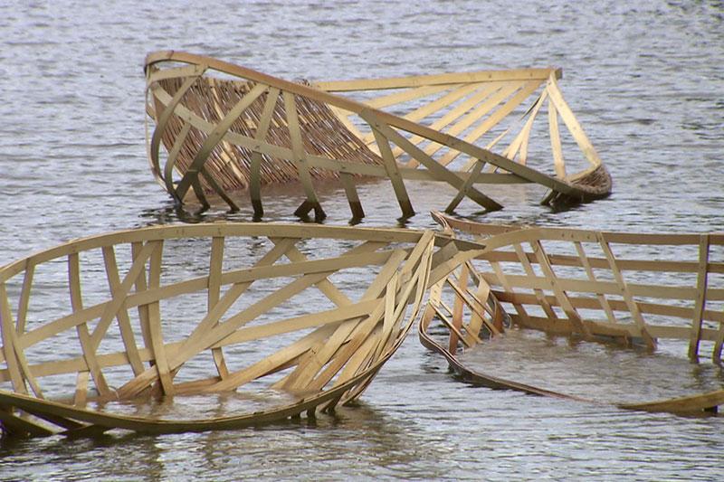Geflochtene Boote auf dem Schwanenteich in Wittenberg