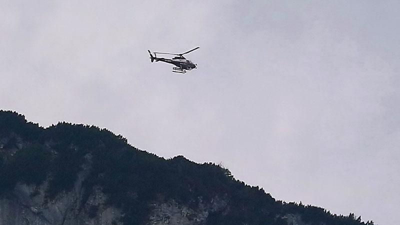 Polizeihubschrauber Libelle über dem Untersberg