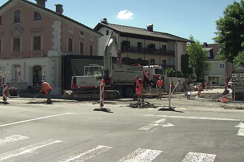 Kreisverkehr Baustelle im Zentrum von Saalfelden