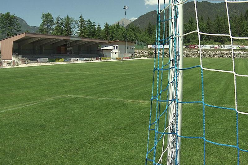 Stadion Bürgerau in Saalfelden während des Umbaus