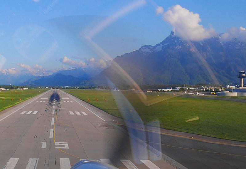 Flughafen Airport Salzburg