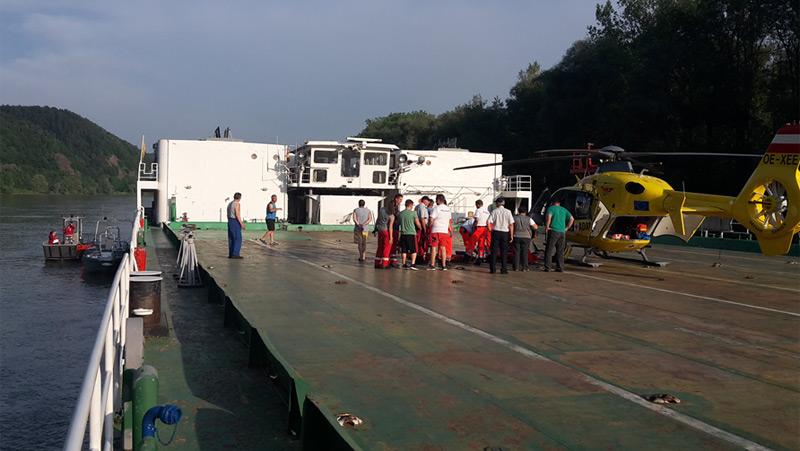 Rettungshubschrauber landete auf Schiff