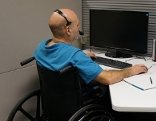 Angestellter im Rollstuhl