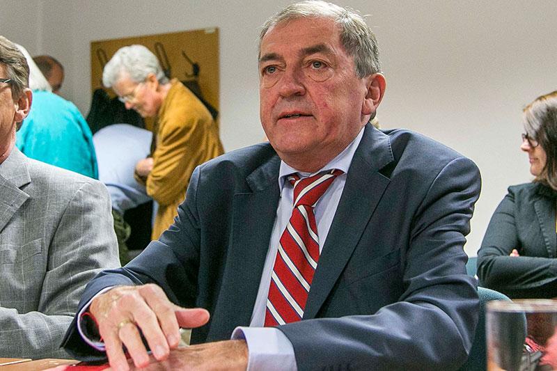 Heinz Schaden beim Swap Prozess im Salzburger Landesgericht