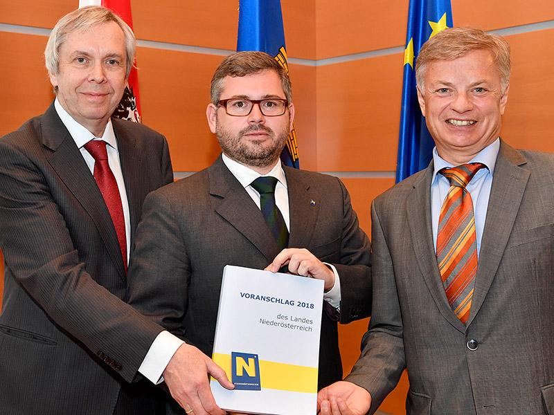 Rudolf Stöckelmayer, Budgetdirektor, Finanzlandesrat Ludwig Schleritzko, Reinhard Meißl, Leiter der Finanzabteilung