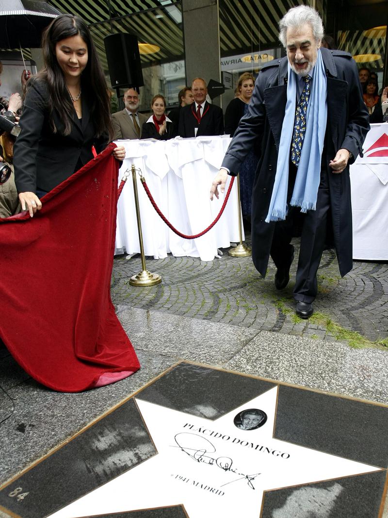 Placido Domingo bei der Enthüllung seines Sternes auf der Musikmeile