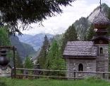 Kreuzweg im Wald oberhalb von Großarl