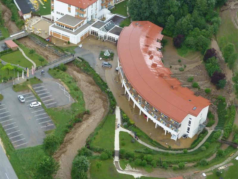 Kurzentrum Weissenbach Helifoto Überschwemmung