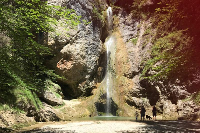 Der größte Wasserfall in der Plötz bei Ebenau