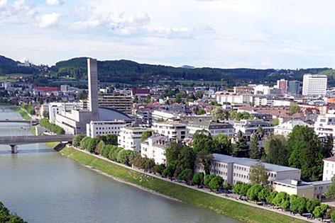 Hohe Häuser in der Stadt Salzburg