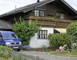 Einfamilienhaus in Mattsee Aug - in dessen Garage wurde die Leiche des toten 73 Jährigen gefunden