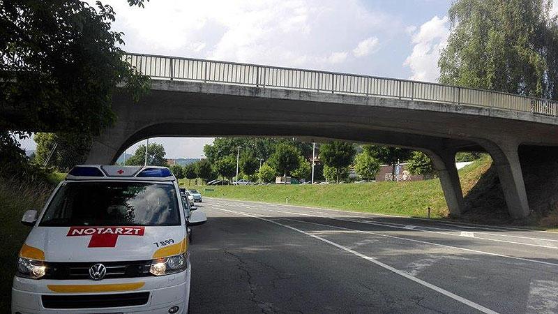 Notarztfahrzeug Stein Brücke Feldkirchen