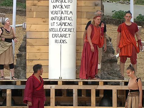 Sisifo e naranama predstava Unikum Dordolla