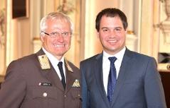 Landeshauptmann-Stv. Michael Schickhofer (r.) mit dem Präsidenten des ÖBFV, Landesbranddirektor Albert Kern