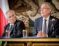 Prezidenti Zeman a Van der Bellen při společné tiskové konferenci v Praze