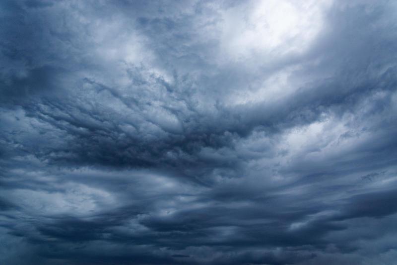 Aufziehendes Gewitter mit bedrohlichen Wolken